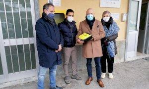 La famiglia di Camilla Sismondo dona un defibrillatore al Comune di Limone