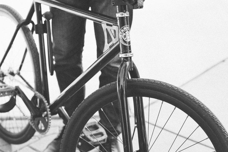 A zig-zag in bici sulla provinciale di Savigliano, provoca un incidente e rifiuta l'alcoltest: ora è a processo