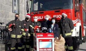 Un Natale da pompieri per i piccoli pazienti dell'ospedale Santa Croce di Cuneo