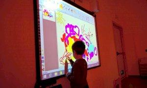 Santo Stefano Belbo, cinque nuovi schermi multimediali per la scuola 'Cesare Pavese'