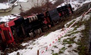 La provinciale 7 Pollenzo-Cantina Roddi chiusa domani per il recupero di un camion ribaltato