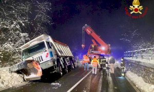 Lo spazzaneve esce di strada a Magliano Alpi, intervengono i pompieri