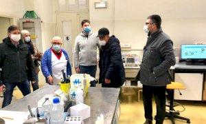 Saluzzo, anche il sindaco Calderoni ad assistere alle prime vaccinazioni all'ospedale