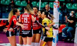 Pallavolo A1/F: Cuneo lotta, ma il derby è di Novara