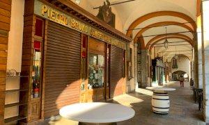Verso il nuovo dpcm: stop all'asporto dai bar dopo le 18 per evitare aperitivi in strada