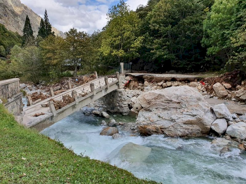 Il ponte crollato alle Terme di Valdieri