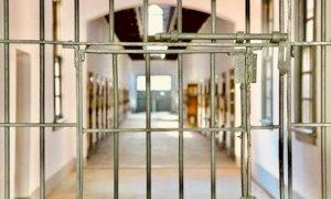 Un detenuto del carcere del Cerialdo sorpreso a parlare al telefono in bagno