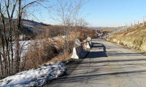 Lavori di drenaggio e ricostruzione stradale sulla provinciale verso Serralunga d'Alba