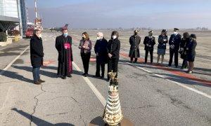 È arrivata all'Aeroporto di Levaldigi la statua della Madonna di Loreto: visitabile fino al 27 gennaio