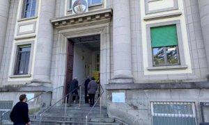 Gli ospedali piemontesi riaprono (parzialmente) le porte alle visite dei familiari ai degenti