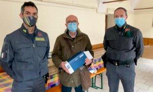 Dalla Guardia di Finanza di Saluzzo mascherine per la Caritas