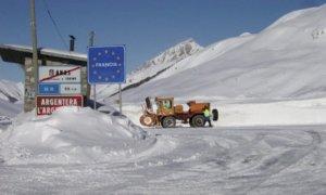 Troppa neve al colle della Maddalena, chiuso al traffico il tratto stradale fra Argentera e il confine