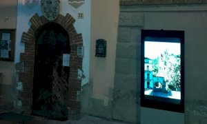 Monterosso Grana, un nuovo totem informativo nella piazza del municipio