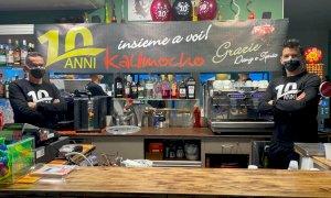 Il bar Kalimocho di Confreria compie dieci anni e offre il caffè ai suoi clienti: ''Un modo per ringraziarli''