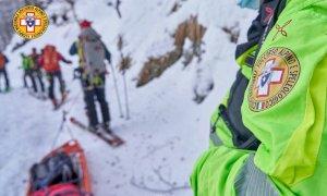 Scialpinista infortunata sul monte Pigna, il Soccorso alpino la recupera con il toboga