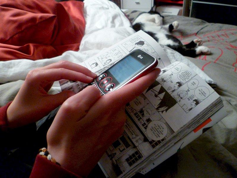 Hackera il profilo della sua ex e invia agli amici foto intime: sotto accusa un 26enne