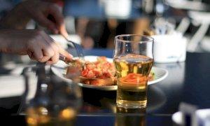 Entrava nei bar di Cuneo e mangiava a sbafo senza saldare i conti: a processo lo scroccone seriale