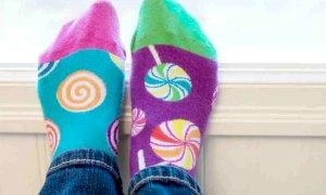 La giornata dei calzini spaiati per dire che diversità non fa paura