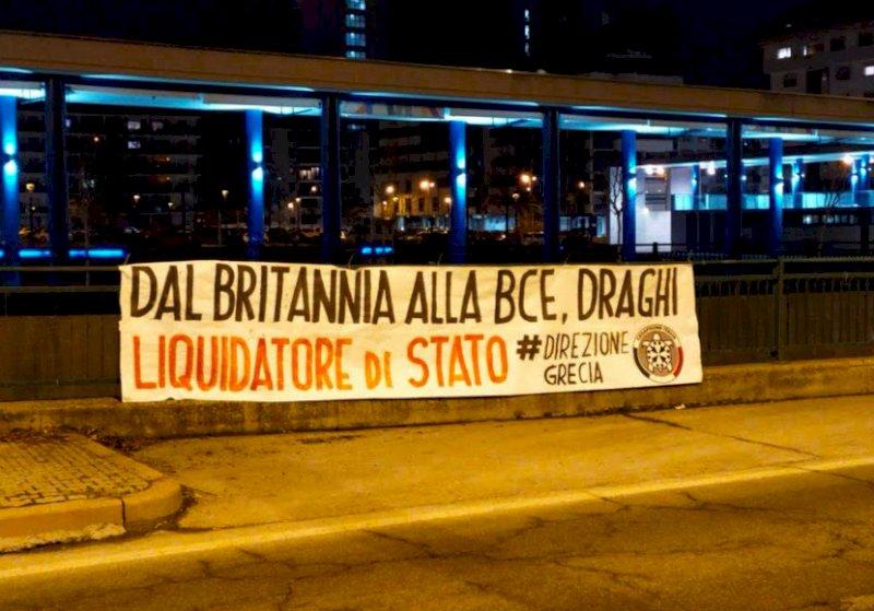 """Governo, striscioni di CasaPound contro Draghi a Cuneo e Alba: """"Liquidatore di Stato"""""""