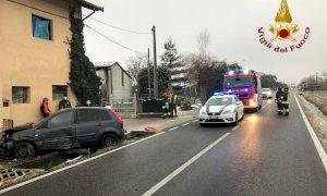 Auto finisce contro il muro di una casa a Trucchi di Cuneo