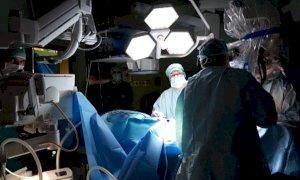 Cuneo, donna incinta colpita da emorragia cerebrale: i medici del Santa Croce salvano lei e il bambino (VIDEO)