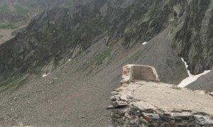 Quella prua di nave incastonata tra le montagne a quasi 2.500 metri di altezza