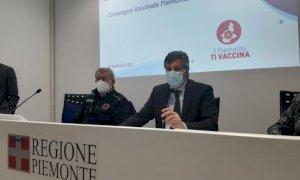 Vaccino anti-Covid, l'allarme di Icardi: ''Al ritmo attuale ci vorranno due anni per avere dosi per tutti''