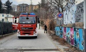 Cuneo, incendio di sterpaglie all'ex Nuvolari: sul posto i vigili del fuoco