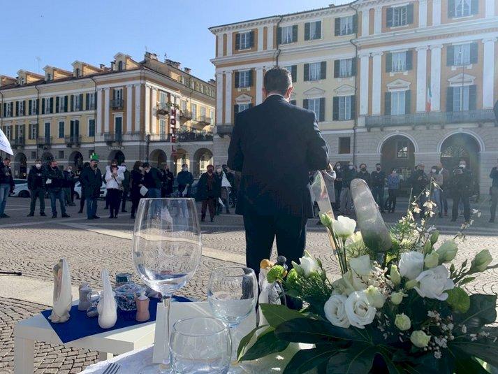 Il settore dei matrimoni in piazza a Cuneo: ''Vogliamo lavorare, ci dicano come''