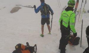 Escursione d'alta quota in tenuta da runner: il Soccorso Alpino ''bacchetta'' i gitanti sprovveduti