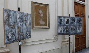 Alba, l'artista Viviana Gonella espone nei locali del palazzo Comunale