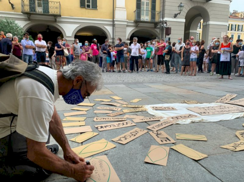 Cuneo, oggi la protesta di genitori e insegnanti contro la chiusura delle scuole