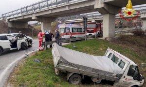 Roddi, scontro tra un furgone e un'auto
