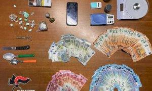 Dogliani, in manette un ventenne per spaccio: a casa hashish, bilancini e oltre 2500 euro in contanti