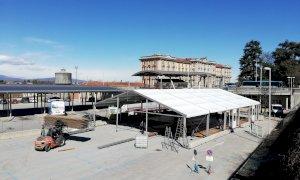 Cuneo, al Movicentro si monta la tendostruttura per le vaccinazioni