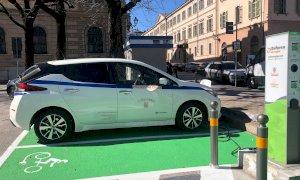 Cuneo, da oggi in piazza Torino è attiva una colonnina di ricarica per auto elettriche