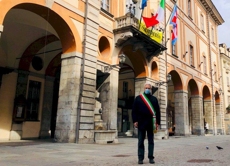 Cuneo, il minuto di silenzio del sindaco Borgna per ricordare le vittime del Covid