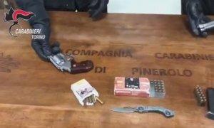 In auto armati di pistole: arrestati due giovani albanesi residenti nella Granda