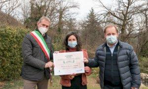 Il Presidente del Parco del Monviso ha consegnato l'attestato alla vincitrice dei Trofei MaB UNESCO