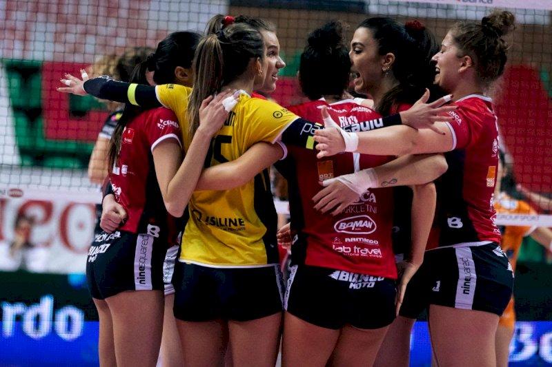 Volley A1/F, addio ai playoff per la Bosca San Bernardo Cuneo: niente da fare con Perugia