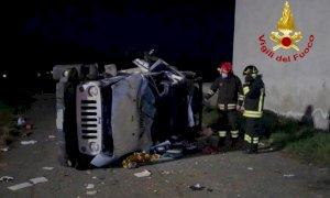Fossano, jeep si ribalta su un fianco: ferita la conducente