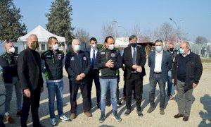 Iniziato il weekend di vaccinazione per i volontari della Protezione Civile: Cirio visita l'hotspot di Fossano