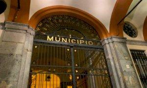 Cuneo, fuorionda nel Consiglio comunale a distanza: dal microfono aperto si sente russare…