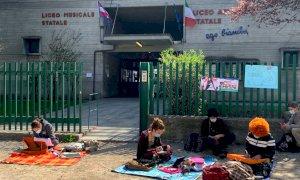 Cuneo, all'Artistico la protesta di studenti e insegnanti per chiedere il ritorno delle lezioni in presenza