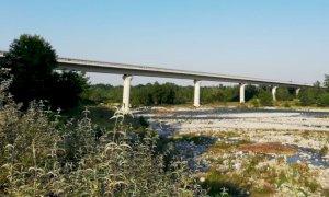 Cuneo, distacco di cemento da una pila del viadotto dell'Est-Ovest