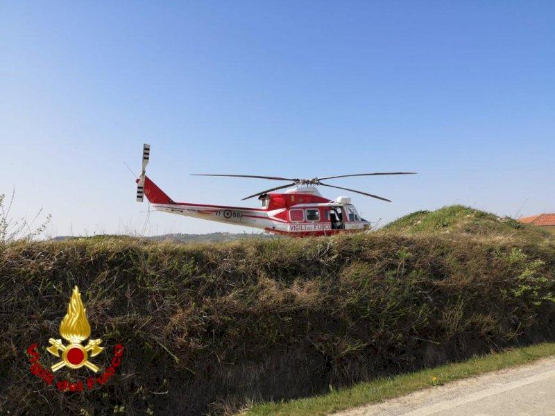 Cade in un dirupo a Santo Stefano Belbo, recuperato da pompieri e soccorso alpino