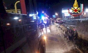 Auto sbanda in un fosso a Madonna dell'Olmo, ferito il giovane alla guida
