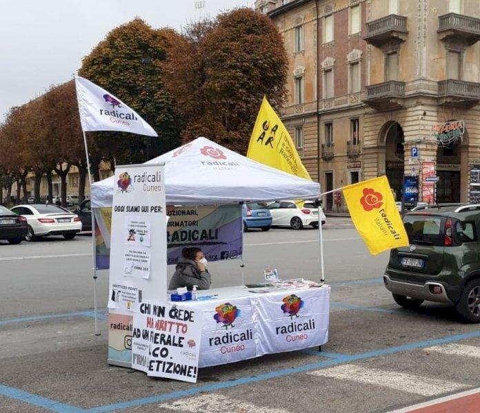 """Sala del Commiato per i funerali laici, Radicali e Uaar contro Borgna: """"Nessun impegno concreto"""""""
