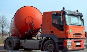 Cinquemila litri di gasolio pagati con un assegno scoperto: a processo due ex allevatori