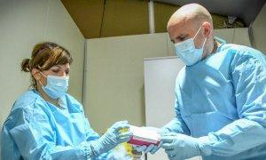 """Vaccini anti-Covid, per i 60-69enni reperibili entro un'ora verrà istituita la """"panchina vaccinale"""""""